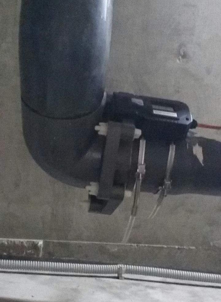 Ферритное флокулирующее устройство монтируется поверх трубы