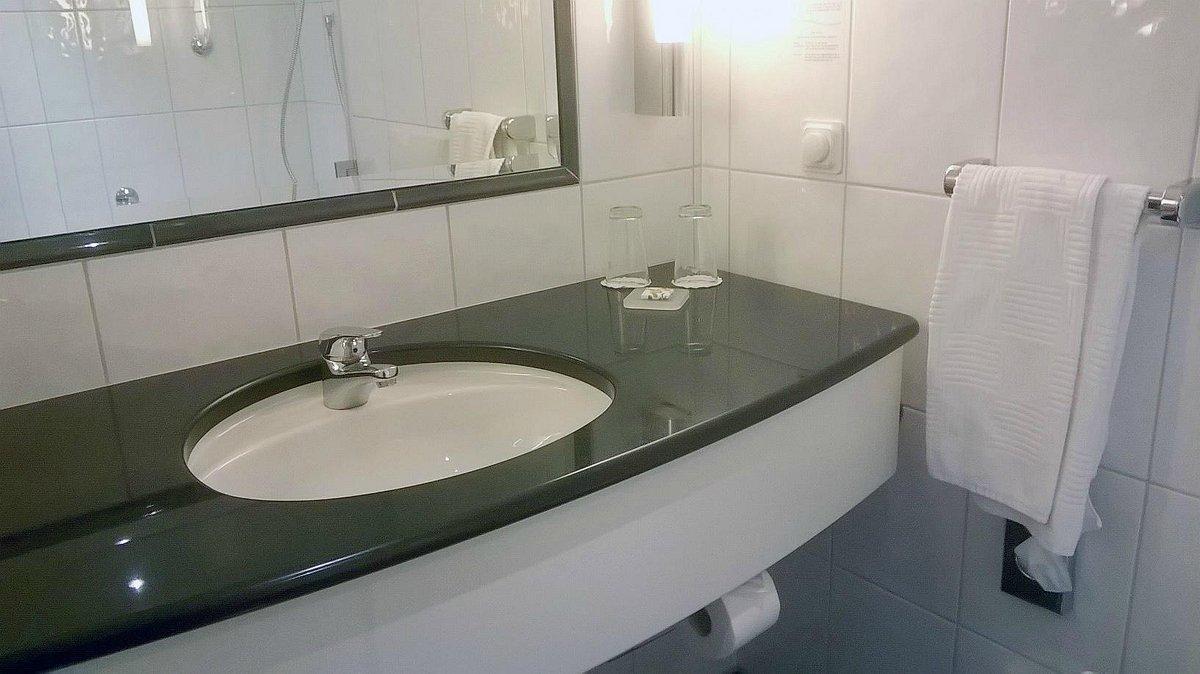 Отель. Ванная без накип.